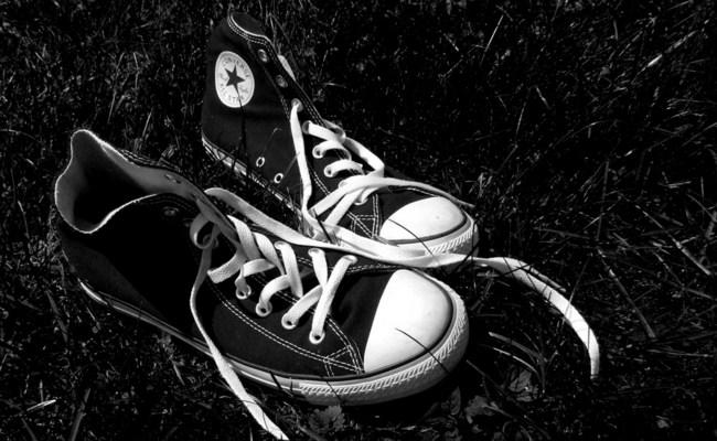 siyah-converse